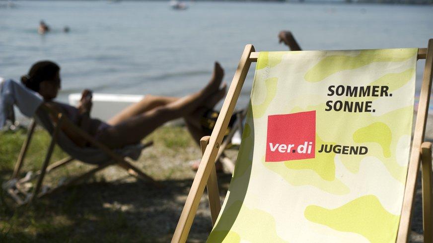 Sonnenstuhl bei einem Sommercamp der ver.di Jugend